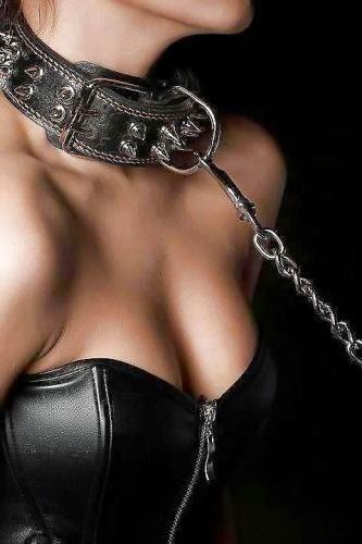 femme soumise avec collier