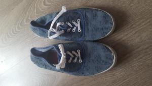baskets chaussures beaucoup portés