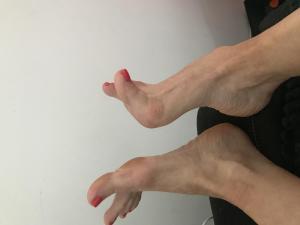 Tu aimes la sensualité des pieds d une femme???