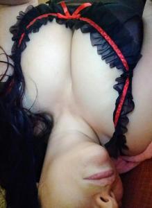 Beurette mature sexy et naturelle propose dessous
